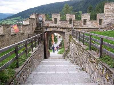 Вход в замок Маутерндорф