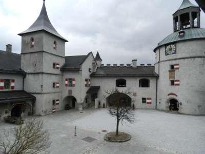 Замок Хоэнверфен. Внутренний двор