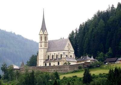 Тамсвег. Церковь Св. Леонарда