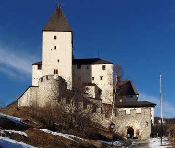 Южная сторона замка Маутерндорф
