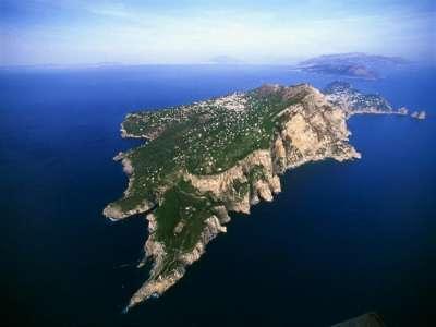 Греция окружена морями