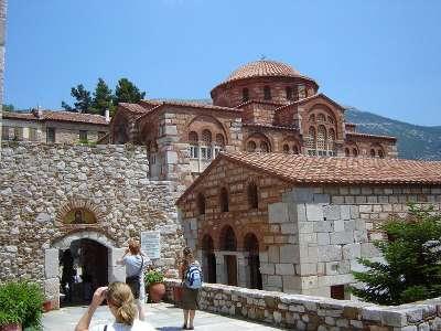 Монастырь дафни - место повышенного интереса туристов