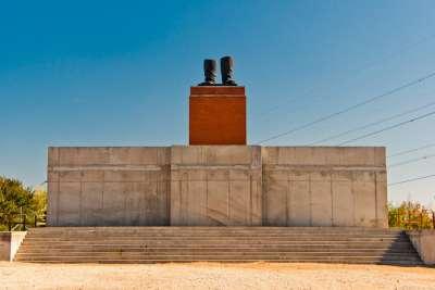 Памятник сапогам Сталина в Мементо Парке