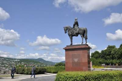 памятник Артуру Гёргею