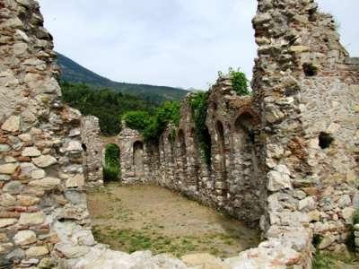 Остатки строений Древней Спарты