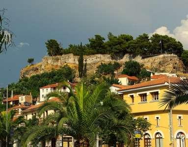 Вид на древний замок-репость Каламаты