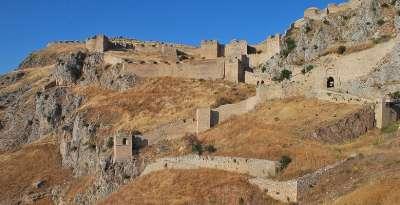 Стены древнего Акрокоринфа