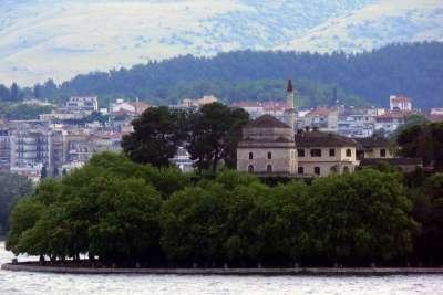 Янина. Монастырь на острове.