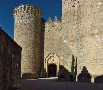 Вход в замок Бельмонте