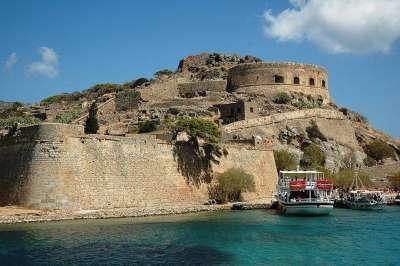 Древняя крепость на острове Спиналонга