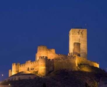 Замок Биар вечером