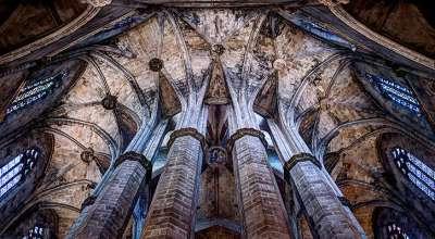 Колоннада внутри Церкви