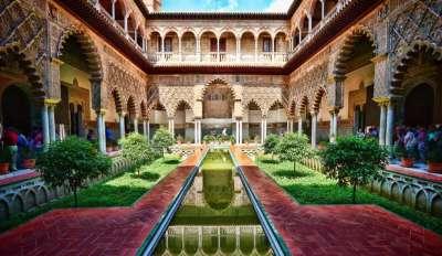 Королевский дворец Алькасар в Севильи