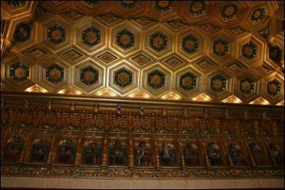 Фриз с королями в тронном зале замка Алькасар